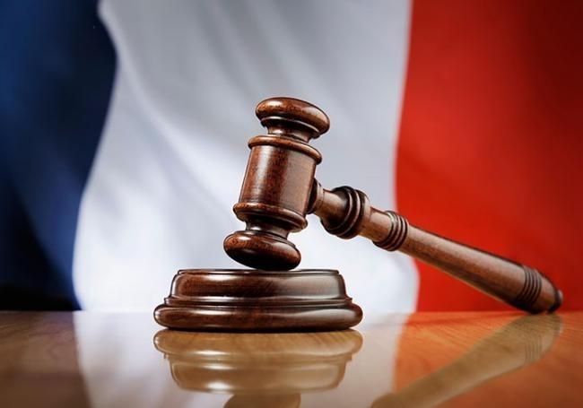 Puisque le Gouvernement Français est corrompu jusqu'à l'os, nous demandons alors à ce que tous les élu(e)s aient un casier judiciaire vierge pour pouvoir rentrer au Gouvernement.
