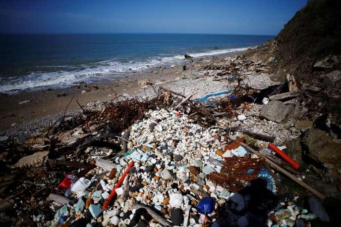 Depuis 20 ans, une ancienne décharge du Havre déverse ses déchets dans la mer !