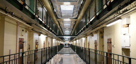 COVID-19 : La Garde des Sceaux, Nicole Belloubet, libère de prison plus de 5 000 détenus !