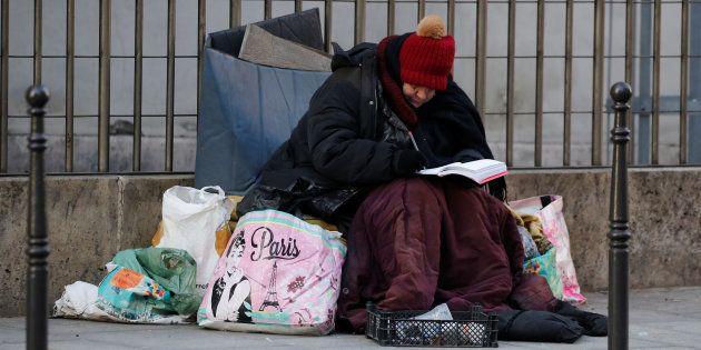 (VIDÉO) - HONTEUX : Quand les grandes villes de France installent des mobiliers urbains anti SDF !