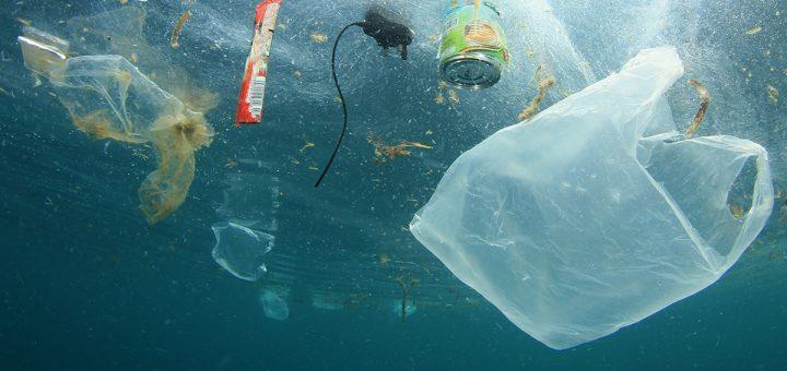 (VIDEO CHOC) - ALERTE POLLUTION : L'être humain jette plus de 700 tonnes de déchets par jour dans la mer méditerranée !