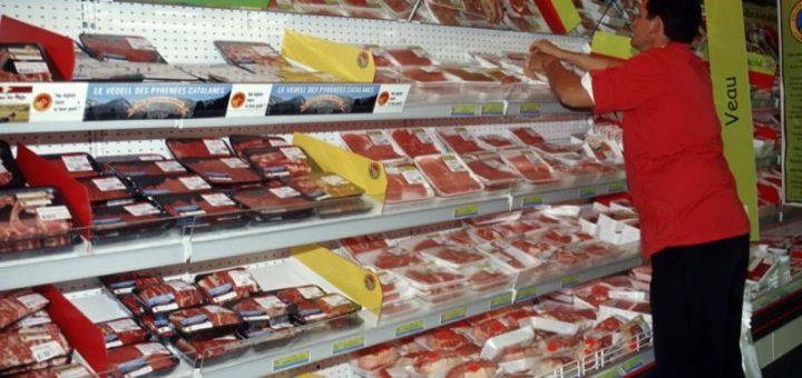(VIDÉO) – ARNAQUE : Quand les bouchers transforment de la viande périmée en viande fraîche !