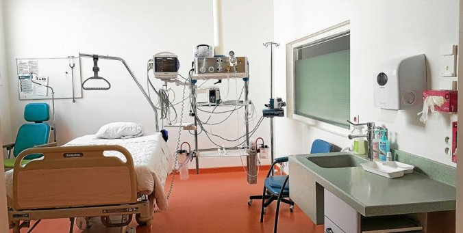 COVID-19 : L'État refuse de réquisitionner les hôpitaux et cliniques privés qui sont quasiment vide !