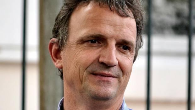COVID-19 : François-Michel Lambert (EELV) demande à ce que les 200 000 sans-papiers qu'il y a en France soient régularisés !