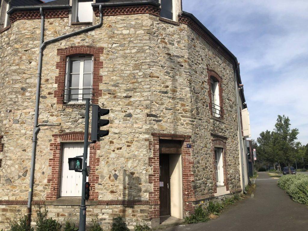 Rennes : Confinée chez ses parents, son appartement est vidé et occupé par des migrants !