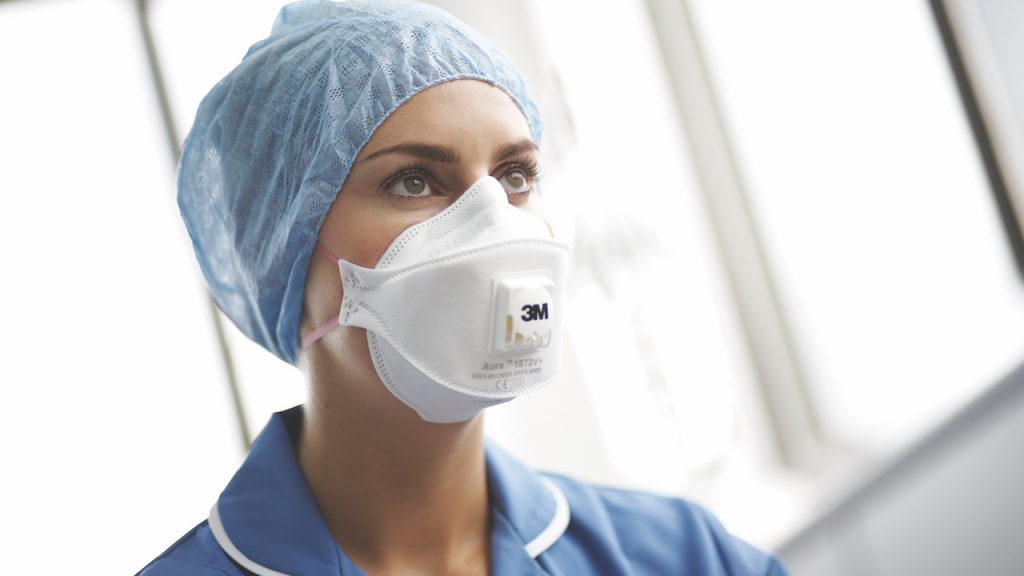 (VIDÉO) – COVID-19 : Comment bien choisir son masque de protection ?