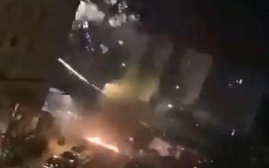 (VIDÉO) – Des lascars du 93 s'attaquent à une voiture de police avec des tirs de mortier !