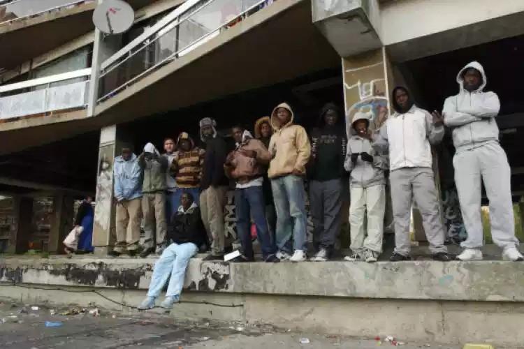 COVID-19 : Les forces de l'ordre ont reçu comme consigne de ne pas interpeler les racailles qui cassent tout dans les cités !