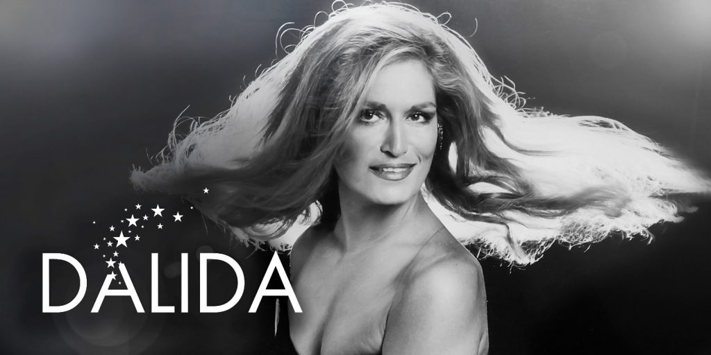 COVID-19 : En plein confinement à Paris, ils envahissent les trottoirs et dansent sur une chanson de Dalida !
