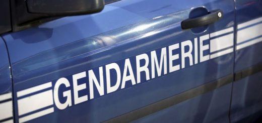 (VIDÉO) – Un immigré fait du rodéo en moto derrière une voiture de gendarmerie qui s'enfuit !