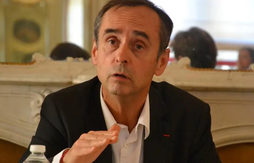 COVID-19 : L'État interdit à Robert Menard, Maire de Béziers, de proposer un test au personnel des écoles et des crèches !