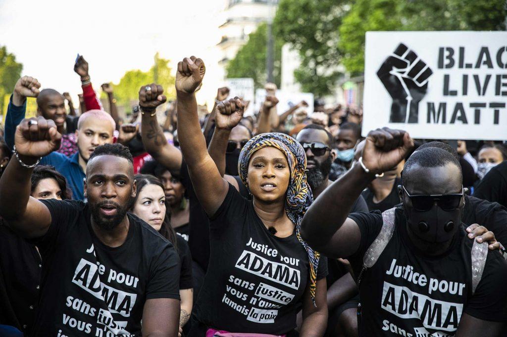 Avant sa mort, Adama Traoré était visé par une plainte car il aurait violé un homme en prison…