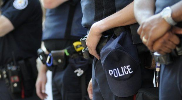 Incitation à la haine : Camélia Jordana appelle à prendre les armes contre les flics pendant une manifestation !