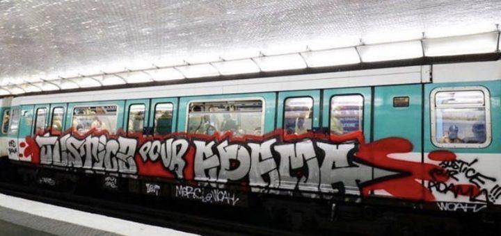 (PHOTO) - Des graffitis sur le métro Parisien à l'égard de la famille Traoré !