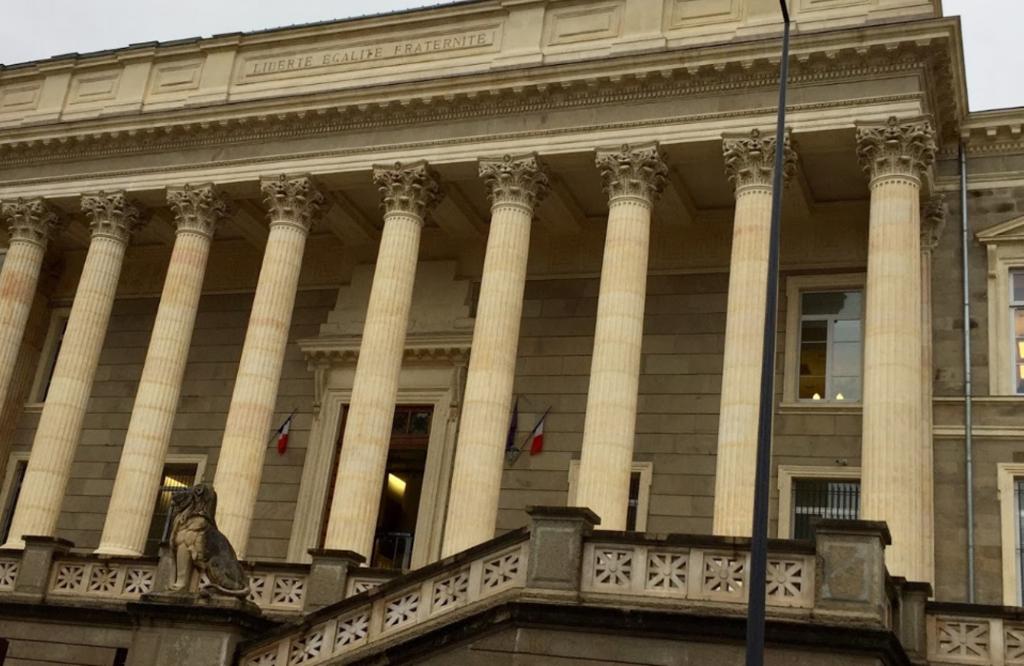 Un Musulman poignarde sa femme Française de 27 coups de couteau en pleine rue à la vue de plusieurs témoins !