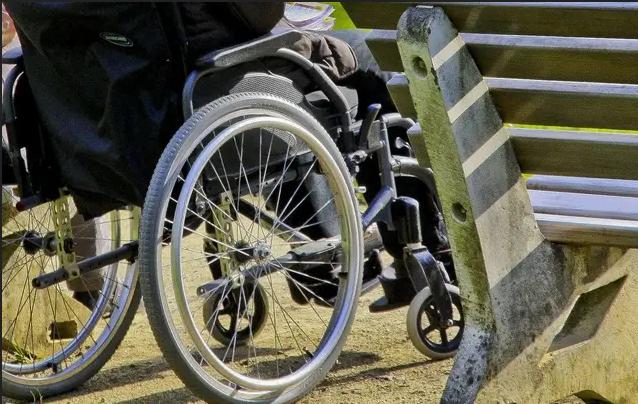 Angers : Un migrant propose d'aider un handicapé avant de lui voler son portefeuille !