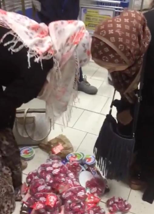 (VIDEO) : Deux femmes voilées volent dans un magasin Lidl et se font surprendre en flagrant délit !