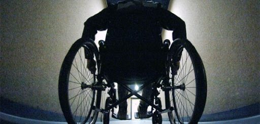 Nantes : Farid, 27 condamnations, vole le téléphone d'une handicapée et s'enfuit en lui crachant dessus !