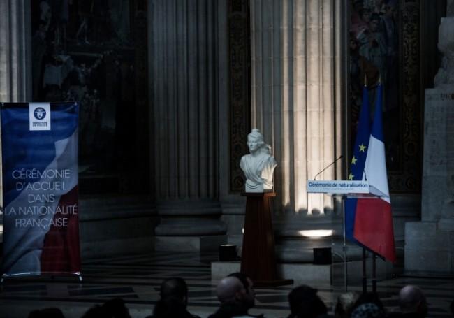 Plus de 112 000 étrangers ont obtenu la nationalité Française en 2019 pour... 75 refus seulement !
