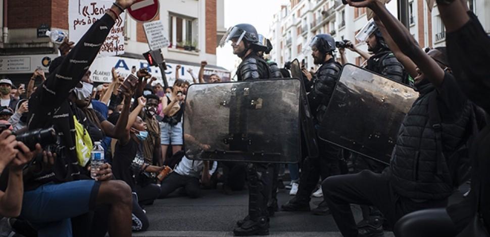 La manifestante raciste qui a traité un policier noir de « vendu » récolte plusieurs milliers d'euros avec l'aide du gang Traoré !