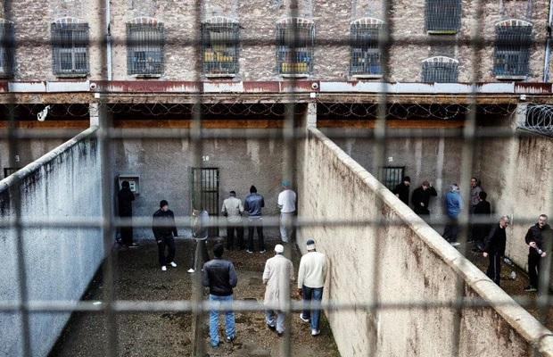 Un prisonnier pourra être libéré si ses conditions de détention sont jugées indignes, des milliers d'actions en justice rendues possibles !
