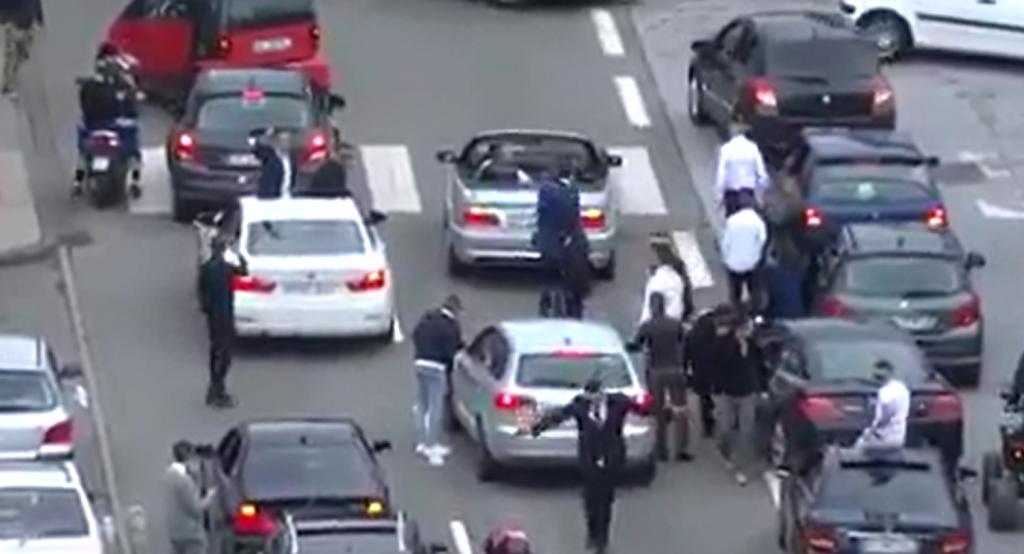 Un mariage Musulman à Montbéliard bloque la circulation et aucun policier n'intervient, c'est ça la France d'aujourd'hui !